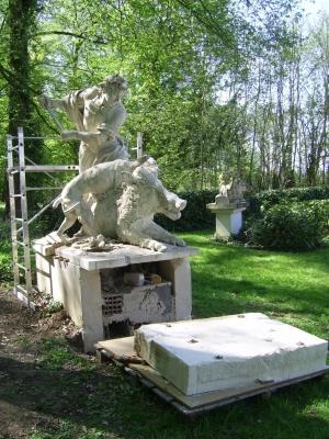 Méléagre tue le sanglier - Statue de Nicolas  Coustou au parc de Marly