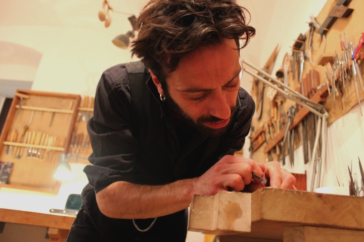 Daniel Formigoni, luthier-archetier depuis 1996