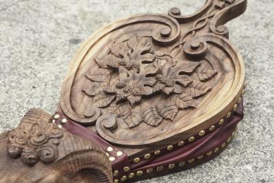 UK Cassidie Alder Carving