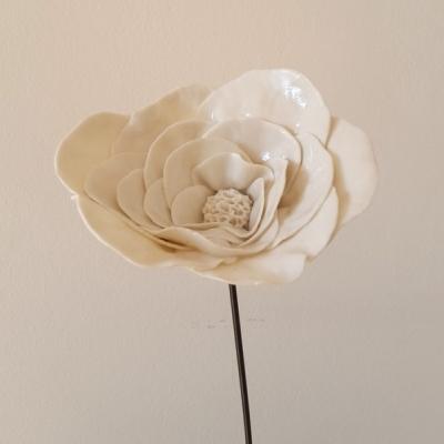 Sandrine Bretton, fleur en porcelaine