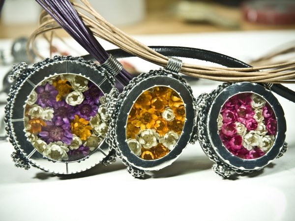 12 pendants & silver natural dry flowers