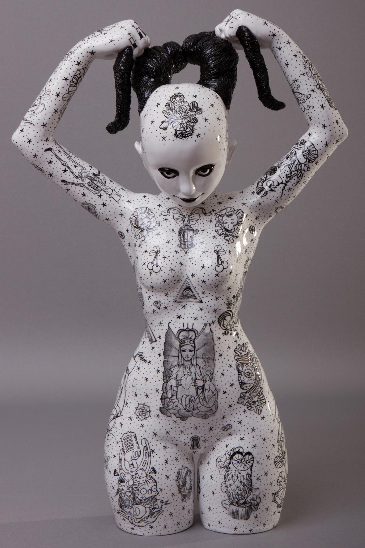 Sculpture en ceramique decor par tranfert et mixed media