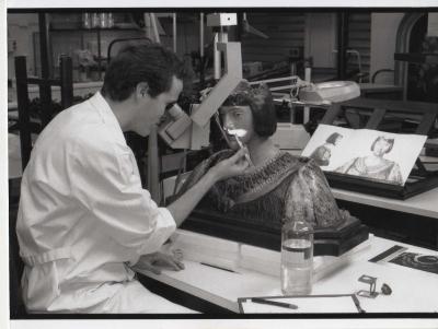 Pendant la restauration de la sculpture de charles v de conrad meit