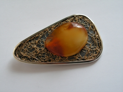 Brooch natural amber gilded silver silver silver design and execution bogumila adamska