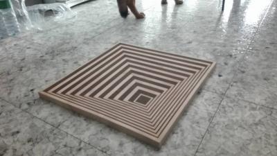 Tavolino effetto ottico