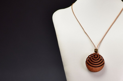 Meranti wood pendant - Ryszard Donitza