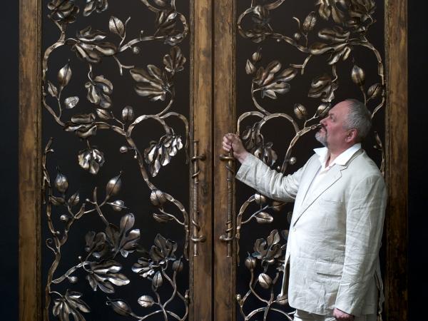 Af bronze doors