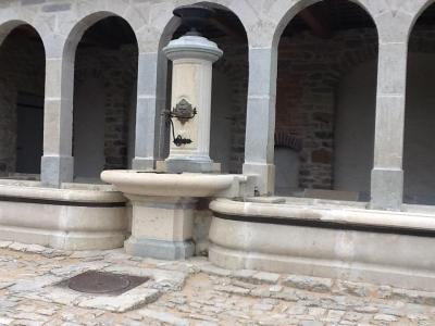 Fontaine lavoir pierre01