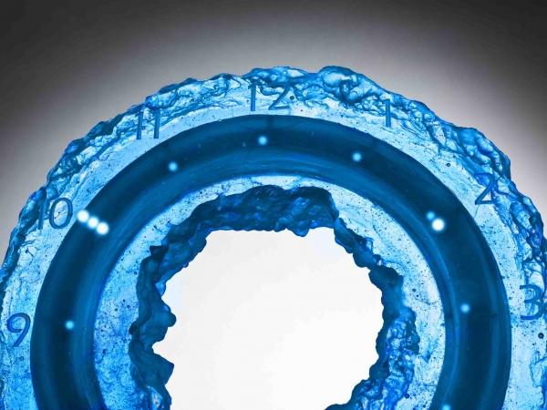Alainpers blue ice clock detail bd
