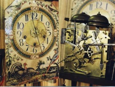 Horloge anglaise echappement a ancre a recul sonnerie des quarts trotteuse centrale cadran en papier