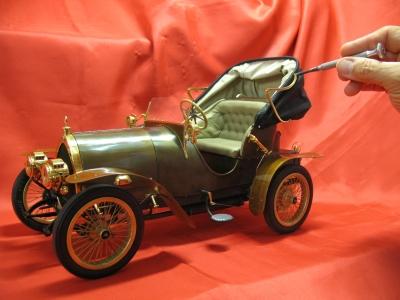 Bugatti type 22 (1914) acastillage plaqué or 24 cts et carrosserie en laiton martelé et patiné à l'acide