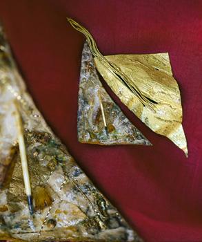 Laura balzelli spilla in orocartapesta e aculei di porcospino