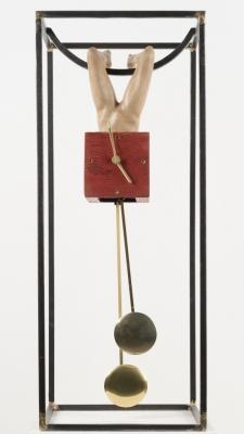 Reloj de péndulo realizado en madera, acero y latón.