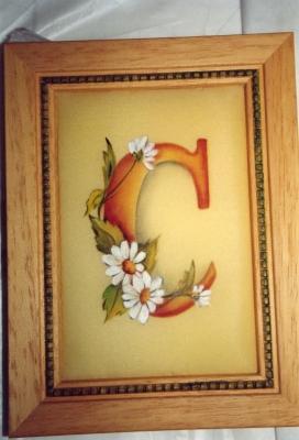 Inicial pintada en seda natural
