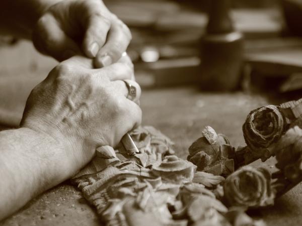 Dixneuf jean jo sculpteur.bois .jpg