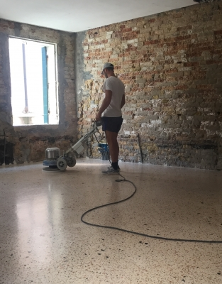 Polishing phase. We work with our esclusive dry-polishing technique in order to obtain a satinated or matt effect of the flooring , typical of the historical one. This floor was has been treated with natural waxes to keep the original colors present in the natural mixture.