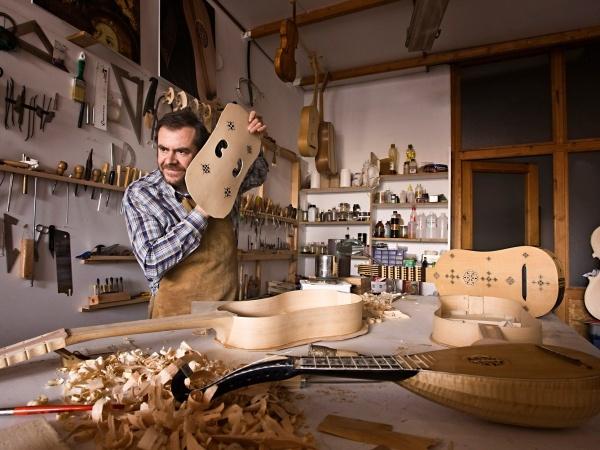 Javier Martínez en su taller