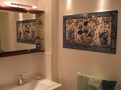 Réalisation d'un panneau mural pour salle de bain, dimensions  75cm/45cm, décor sous émail inaltérable dans le temps et l'humidité.