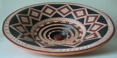 Stepped plate with engobe-painting, diameter 42 cm