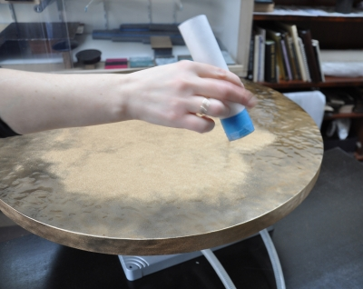 Sprinkling brons powder