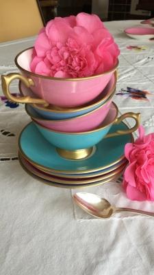 Service thé de 10 pièces forme Elizabethaine, couleurs et finition  or fin mat 24 KT