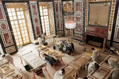 Château de Versailles, Salle des Gardes de la Reine, restauration des portes (carton-pierre, dorure et peinture), des plombs dorés et des croisées (2018)