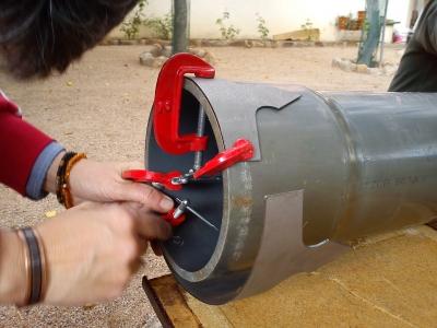 Comenzando con el proceso de doblar el hierro para la corona