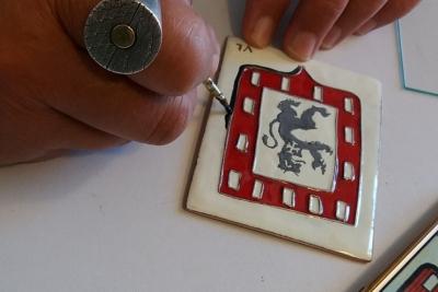 Découverte de l'émaillage sur métal avec Anne de la Forge, émailleur d'art contemporain