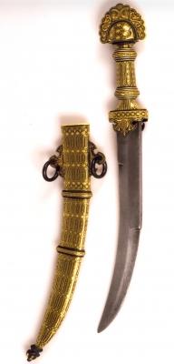 Empuñadura y vaina realizadas por un espadero artesano, damasquinadas en el taller de casa. Hoja de finales del s. XIX