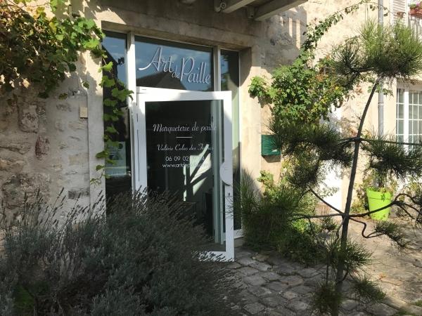 entrée de l'atelier par la cour du château de Nemours