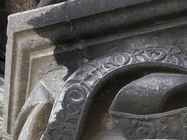 Nettoyage par cryogommage sur pierres bleues, monument le Pilori, Braine-le-Château - détail