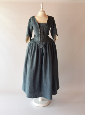 DORINE, 18th-century outfit in steel blue linen