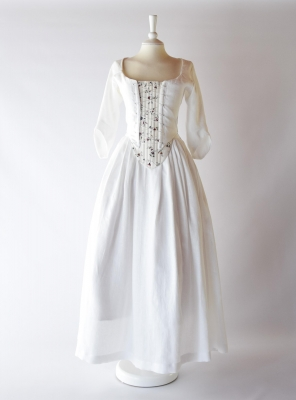 DORINE, 18th-century outfit in white linen