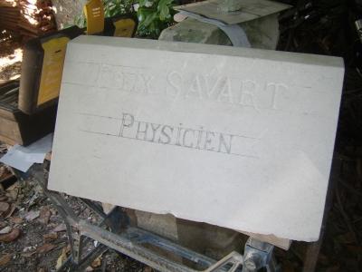 Taille d'un pupitre gravé pour un monument funériare